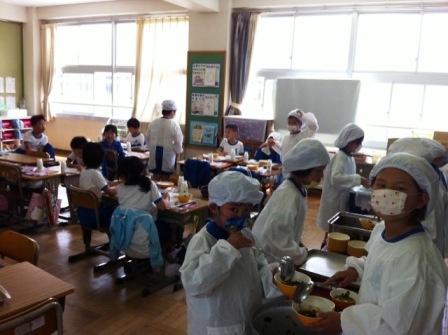 小学校子供たち.JPG